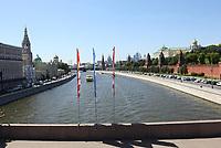 WM-Fahnen auf den Brücken über der Moskwa - 16.06.2018: Argentinien vs. Island, Spartak Stadium Moskau