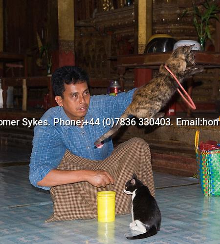 Nga Hpe Chaung. Jumping cat monastery. Inle Lake. Myanmar (Burma.) 2006.