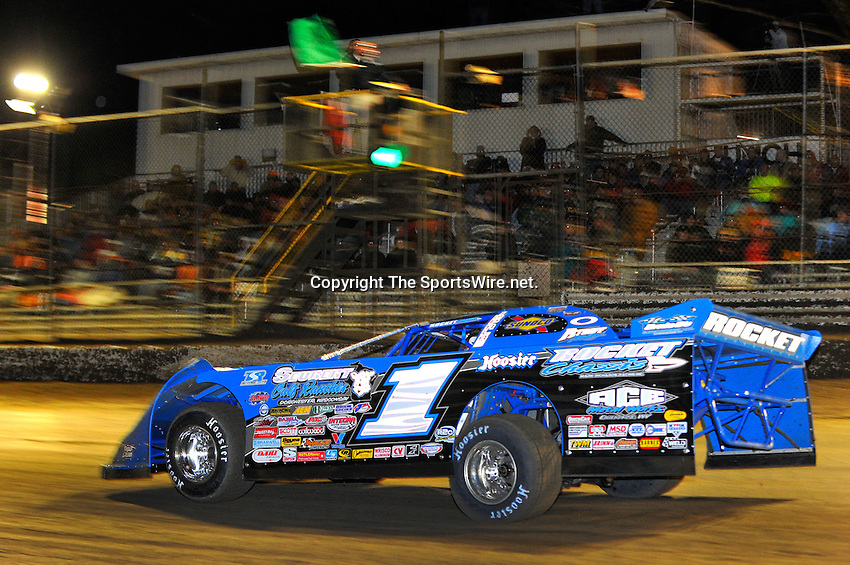 Feb 11, 2010; 10:02:18 PM; Barberville, FL., USA; The UNOH sponsored World of Outlaws event running the 39th Annual DIRTCar Nationals at Volusia Speedway Park.  Mandatory Credit: (thesportswire.net)