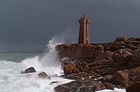 Europe/France/Bretagne/22/Côtes d'Armor/Ploumanac'h/La côte de granit rose: Tempête autour du phare