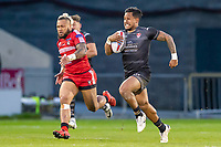 Picture by Allan McKenzie/SWpix.com - 26/04/2018 - Rugby League - Betfred Super League - Salford Red Devils v St Helens - AJ Bell Stadium, Salford, England - Ben Barba outpaces Junior Sa'u to go on and score a try.