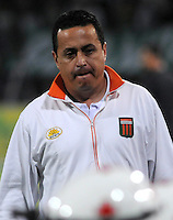 MEDELLIN - COLOMBIA -04-05-2014: Juan C Sanchez, tecnico de Envigado FC durante partido de vuelta entre Atletico Nacional y el Envigado FC por los cuartos de final de la Liga Postobon I 2014, jugado en el estadio Atanasio Girardot de la ciudad de Medellin.  / Juan C Sanchez coach of Envigado FC during a match for the second leg between Atletico Nacional and Envigado FC for the quarter of finals the Liga Postobon I 2014 at the Atanasio Girardot stadium in Medellin city. Photo: VizzorImage. / Luis Rios / Str.