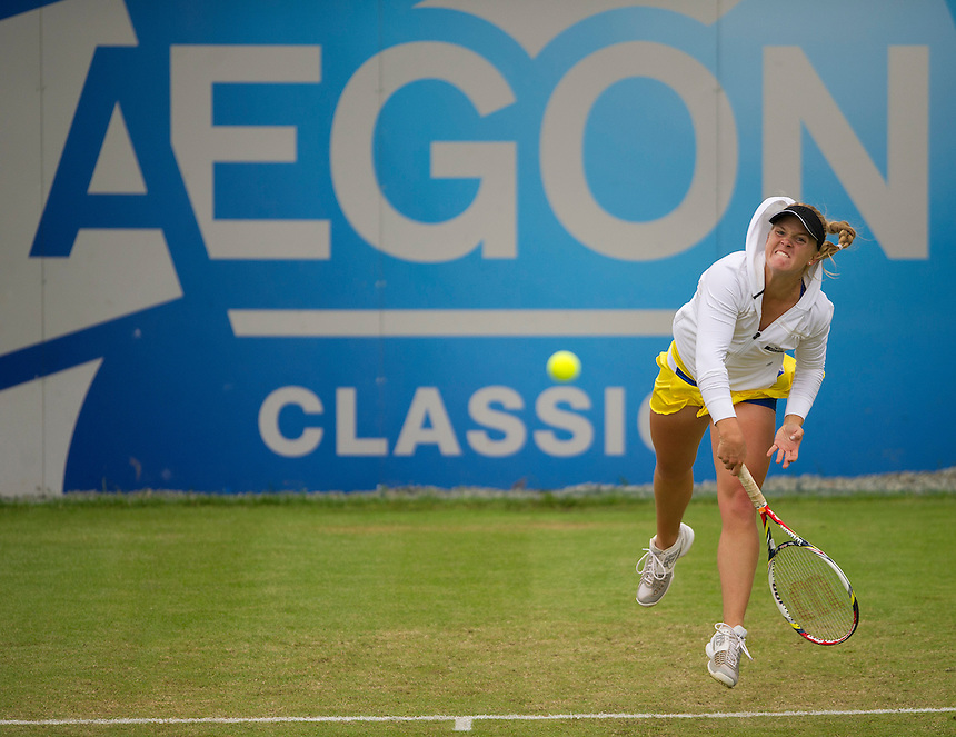 Melanie Oudin USA in action during her victory over Sorana Cirstea ROU [10] in their Women's Singles 1st Round match - M.Oudin (USA) def. S.Cirstea (ROU) [10] 3-6 6-3 6-2..International Womens Tennis - 2012 WTA Tour - The AEGON Classic - Edgbaston Priory Club - Birmingham - Day 2 - Tuesday 7th June 2012..