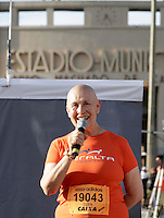 SAO PAULO, SP, 04 DE MARCO DE 2012 - MEIA MARATONA INTERNACIONAL DE SAO PAULO - Monja Coen Sensei durante a largada da Meia Maratona Internacional de Sao Paulo, na Praca Charles Muller, na manha deste domingo, 04. FOTO WARLEY LEITE - BRAZIL PHOTO PRESS.