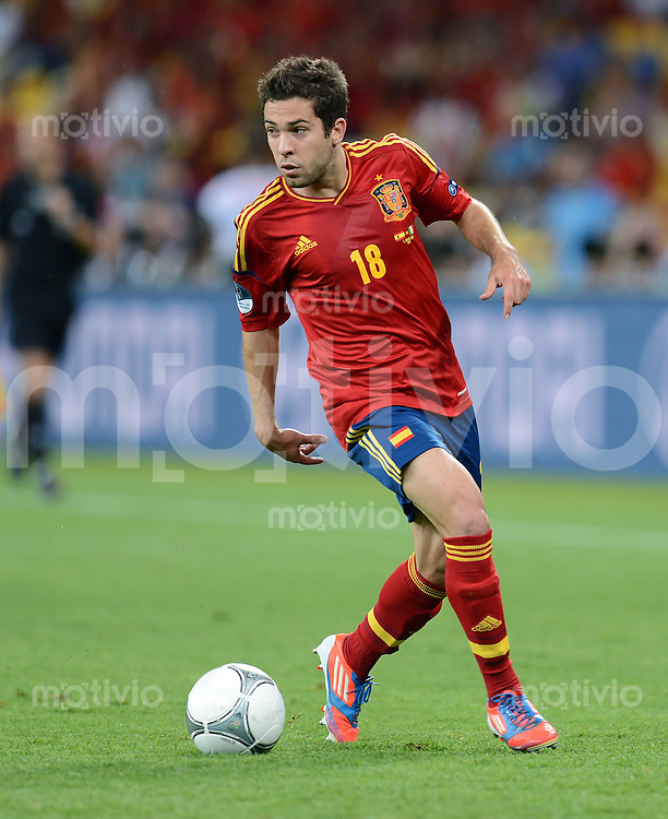 FUSSBALL  EUROPAMEISTERSCHAFT 2012   FINALE Spanien - Italien            01.07.2012 Jordi Alba (Spanien) Einzelaktion am Ball