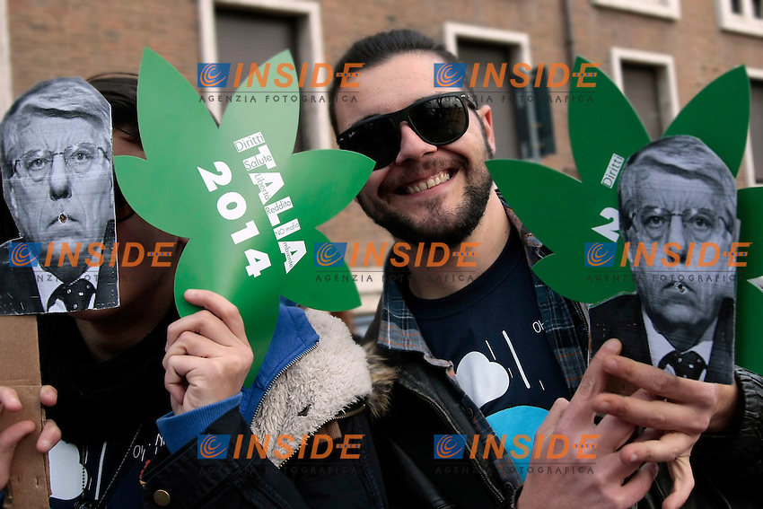 cartelli contro Giovanardi <br /> Roma 08-02-2014 Manifestazione antiproibizionista Marjuana march.<br /> Photo Samantha Zucchi Insidefoto