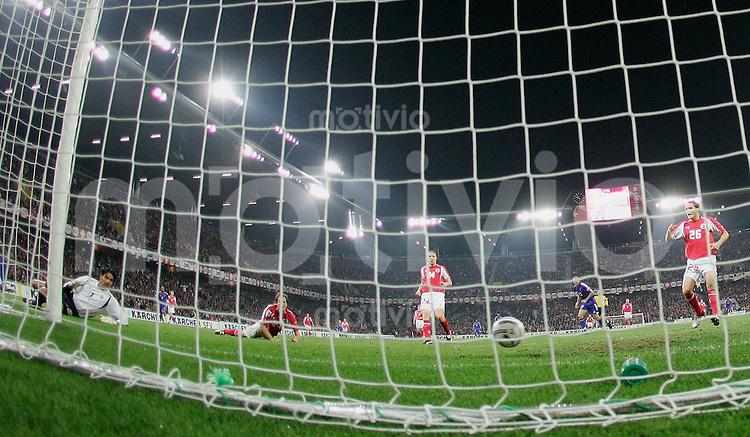 Fussball International WM Qualifikation Schweiz 1-1 Frankreich Tor zum 0-1 durch Djibril Cisse (FRA)
