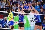 11.05.2019, Scharrena, Stuttgart<br />Volleyball, Bundesliga Frauen, Play-offs Finale, 5. Spiel, Allianz MTV Stuttgart vs. SSC Palmberg Schwerin<br /><br />Angriff Mckenzie Adams (#13 Schwerin) - Block / Doppelblock Madison Bugg (#4 Stuttgart), Mallory Grace McCage (#5 Stuttgart)<br /><br />  Foto © nordphoto / Kurth