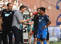 Trainer Julian Nagelsmann (TSG 1899 Hoffenheim) gibt Serge Gnabry (TSG 1899 Hoffenheim) Anweisungen - 08.04.2018: Eintracht Frankfurt vs. TSG 1899 Hoffenheim, Commerzbank Arena