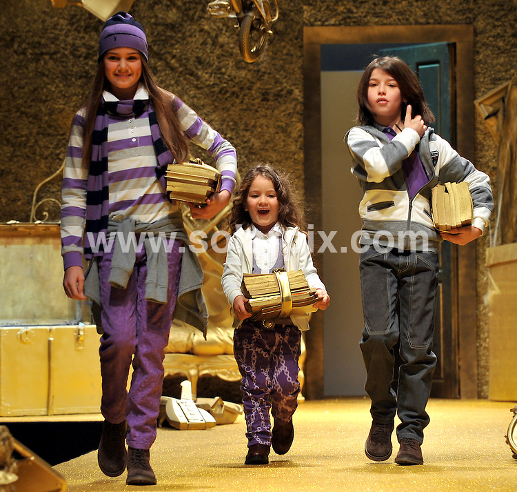 **ALL ROUND PICTURES FROM SOLARPIX.COM**.**SYNDICATION RIGHTS FOR UK AND SPAIN ONLY**.The Children presenting the Pitti Bimbo 68 autumn and winter season 2009/2010 at the children fashion fair in Florence in Italy...JOB REF: 8293-CPR/ Silz        DATE:22-01-09.**MUST CREDIT SOLARPIX.COM OR DOUBLE FEE WILL BE CHARGED* *UNDER NO CIRCUMSTANCES IS THIS IMAGE TO BE REPRODUCED FOR ANY ONLINE EDITION WITHOUT PRIOR PERMISSION*