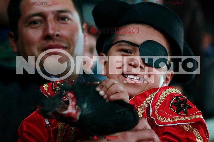 ACTUACION DEL TORERO JUA JOSE PADILLA EN LA PLAZA DE TOROS SANTA MARIA, HOY VIERNES 23 DE ENERO DEL 2015, EN LA CIUDAD DE QUERETARO, DONDE CORTO UNA OREJA QUE REGALO A UN NIÑO QUE SE DISFRAZO DE TORERO CON UN PARCHE EL EL OJO. FOTO AGENCIA 7FOTO /NortePhoto