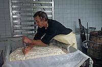 """Europe/France/Auvergne/15/Cantal/Env de Cheylade: Préparation du fromage à la ferme de Jean-Pierre et Régine Rodde - Producteurs de fromage Salers au lieu-dit """"Le Caire"""" [Non destiné à un usage publicitaire - Not intended for an advertising use]"""