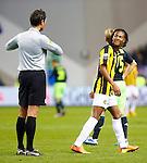 Nederland, Arnhem, 27 januari 2013.Eredivisie.Seizoen 2012-2013.Vitesse-Ajax.Patrick van Aanholt van Vitesse krijgt een gele kaart van scheidsrechter Bas Nijhuis.