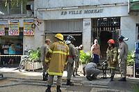 RIO DE JANEIRO, RJ, 10 DE MAIO DE 2013 - INCÊNDIO EM APARTAMENTO NA TIJUCA- Incêndio em um apartamentno bairro da Tijuca regiao norte da cidade do Rio de Janeiro na manhã desta sexta-feira, 10 ate o momento nao tem informacoes de feridos. FOTO:MARCELO FONSECA/BRAZIL PHOTO PRESS