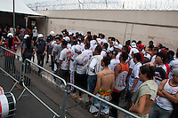 SÃO PAULO-SP-17,08,2014-MOVIMENTAÇÃO TORCEDORES - SÃO PAULO X PALMEIRAS - Torcedores antes da partida entre São PAULO X PALMEIRAS no estádio do Pacaembú,zona oeste da cidade de São Paulo,nesse domingo,17 (Foto:Kevin David/Brazil Photo Press)
