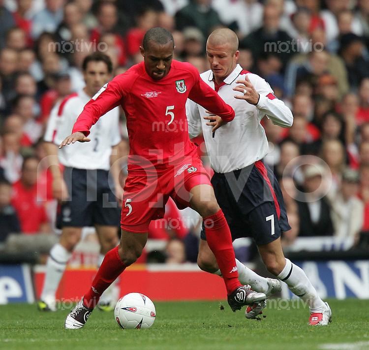 Fussball International WM Qualifikation 2006 Gruppe 6 England 3-0 Wales David Beckham (ENG) gegen Danny Gabbidon (W,li)