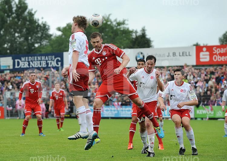 FUSSBALL  1. Bundesliga   2013/2014   Testspiel / Traumspiel in Weiden / Oberpfalz Fanclub Wildenau - FC Bayern Muenchen      29.06.2013 Jan Kirchhoff (Mitte, FC Bayern Muenchen) im Zweikampf