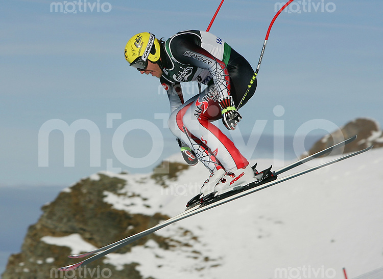 Ski Alpin; Saison 2004/2005 Abfahrt Wengen Herren 75. Lauberhornrennen , Training Hermann Maier (AUT) am Russi Sprung