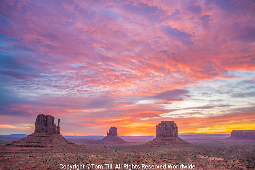 The Mittens at sunrise, Monument Valley Tribal Park, Arizona/Utah