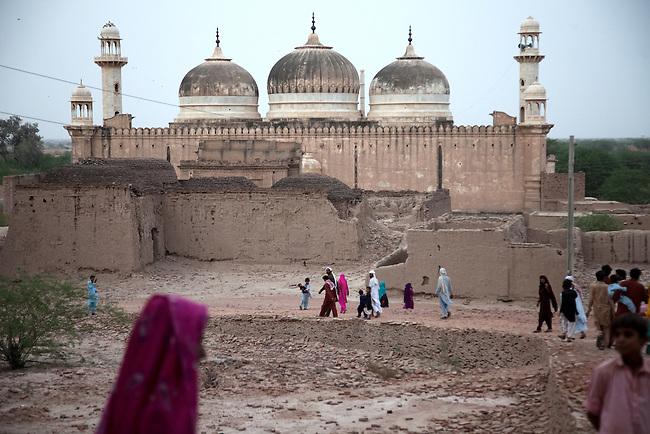 Muslim - Hindi Peace in Pakistan | Graham Crouch