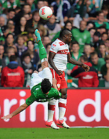 FUSSBALL   1. BUNDESLIGA   SAISON 2012/2013   4. SPIELTAG SV Werder Bremen - VfB Stuttgart                         23.09.2012        Zlatko Junuzovic (li, SV Werder Bremen)  per Fallrueckzieher gegen Arthur Etienne Boka (re, VfB Stuttgart)