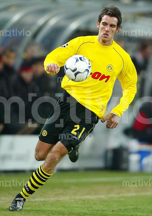 Fussball / International - Champions League Saison 2002/2003  Chirstoph METZELDER, Einzelaktion am Ball Borussia Dortmund