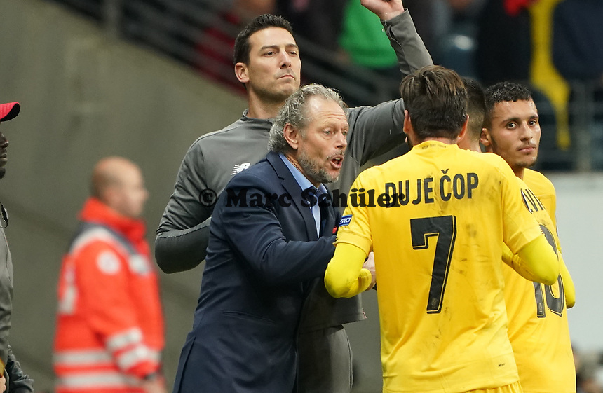 Trainer Michel Preud'homme (Standard Lüttich, R. Standard de Liege) bei der Ansprache an Duje Cop (Standard Lüttich, R. Standard de Liege) - 24.10.2019:  Eintracht Frankfurt vs. Standard Lüttich, UEFA Europa League, Gruppenphase, Commerzbank Arena<br /> DISCLAIMER: DFL regulations prohibit any use of photographs as image sequences and/or quasi-video.