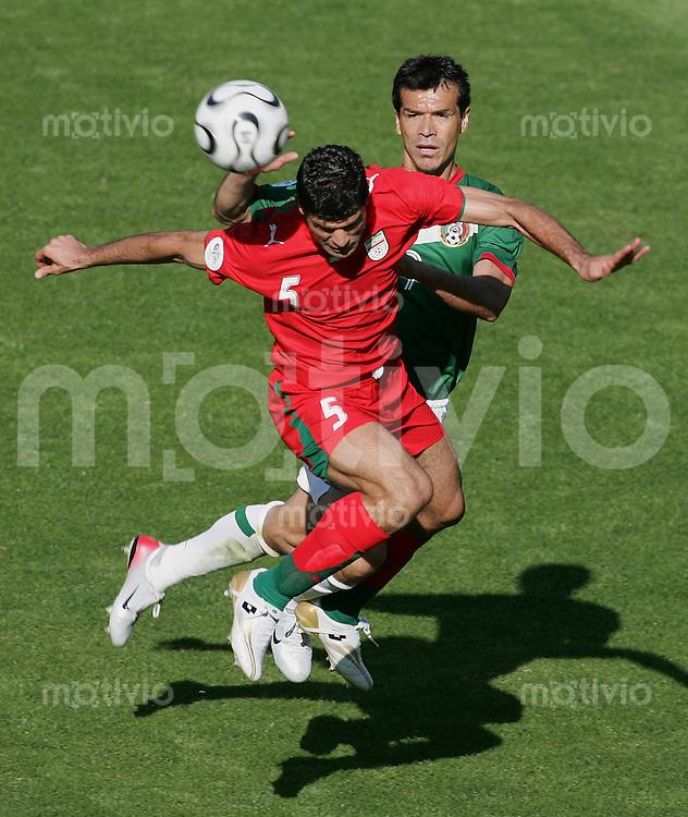 Fussball WM 2006 Vorunde Gruppe D Mexico -Iran Jared BORGETTI (MEX,re) gegen Rahman REZAEI (IRN,li)