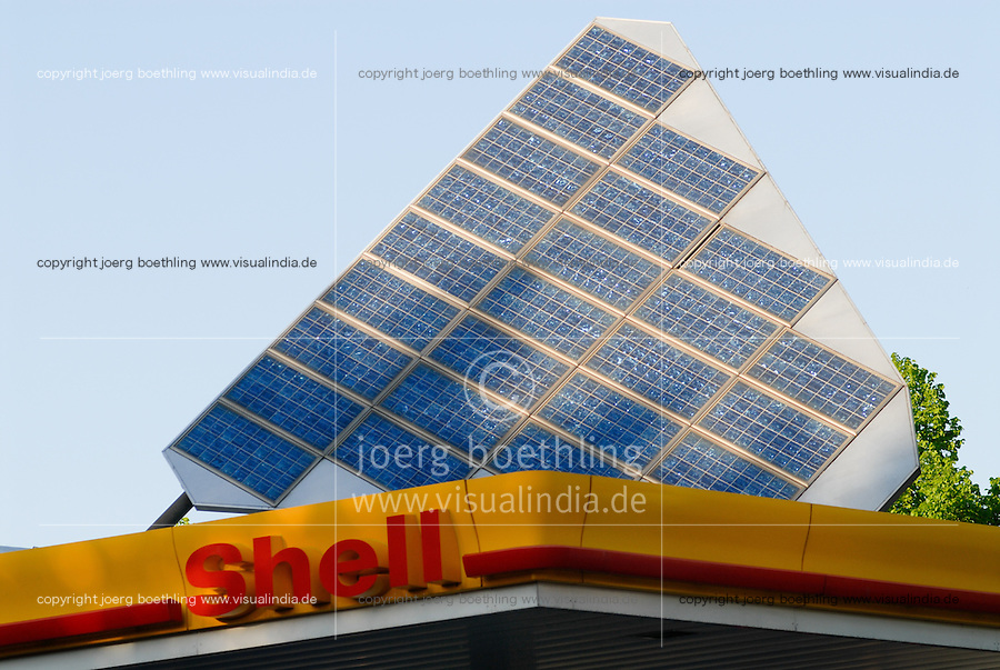 Deutschland DEU Hamburg Shell Tankstelle mit Solarzellen / Germany GER Hamburg Shell petrol station with solar panels. -  power energy fuel