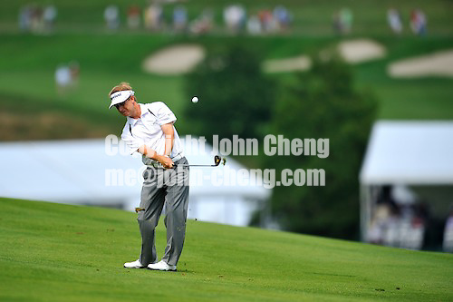 6/28/09 - Photo by John Cheng for Newsport.  Final round of 2009 Travelers Championship takes place at TPC River Highlands in Cromewll, Connecticut.  David Toms hits from the fairway at the par 4 2nd hole.