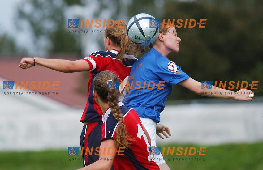 Anna Bincoletto, Italy in a duell with Anneli Giske, Norway. <br /> <br /> Norway - Italy 0-0. European Championship Womens U19. H&auml;meenlinna, Finland. 30. juli 2004. <br /> <br /> (Photo: Peter Tubaas/Digitalsport/Insidefoto)