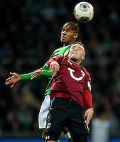 FUSSBALL   1. BUNDESLIGA   SAISON 2013/2014   11. SPIELTAG SV Werder Bremen - Hannover 96                         03.11.2013 Theodor Gebre Selassie (SV Werder Bremen) gegen Andre Hoffmann (vorn, Hannover)