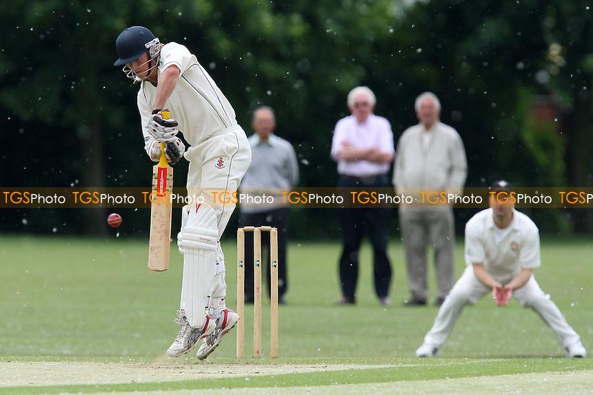Gidea Park & Romford CC vs Upminster CC - Essex Cricket League - 12/06/10 - MANDATORY CREDIT: Gavin Ellis/TGSPHOTO - Self billing applies where appropriate - Tel: 0845 094 6026