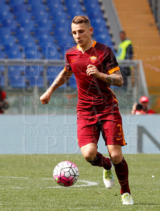 Calcio, Serie A: Lazio vs Roma. Roma, stadio Olimpico, 3 aprile 2016.<br /> Roma&rsquo;s Lucas Digne in action during the Italian Serie A football match between Lazio and Roma at Rome's Olympic stadium, 3 April 2016.<br /> UPDATE IMAGES PRESS/Riccardo De Luca