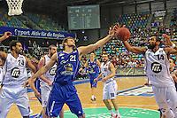 Danilo Barthel (Skyliners) gegen Brandon Thomas (Artland) - Fraport Skyliners vs. Artland Dragons Quakenbrueck, Fraport Arena Frankfurt
