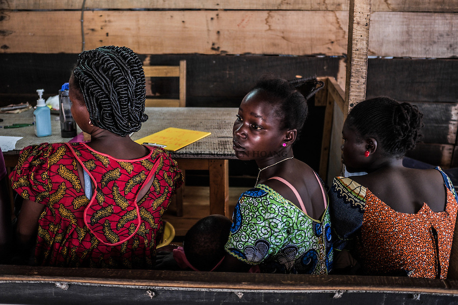 CAR,Bangui:  A woman is sitting and waiting to be examined by a doctor at the MSF clinic of Mpoko. 21th April 2016.<br /> <br /> RCA, Bangui: une femme est assise et attend de pouvoir se faire examiner par un docteur &agrave; la clinique MSF du camp Mpoko. 21 avril 2016