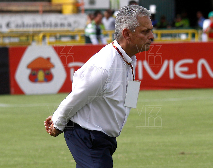NEIVA, COLOMBIA, 01-05-2016: Reinaldo Rueda técnico de Atlético Nacional gesticula durante partido contra Atlético Huila por la fecha 16 de la Liga Águila I 2016 jugado en el estadio Guillermo Plazas Alcid de la ciudad de Neiva./ Reinaldo Rueda coach of Atletico Nacional gestures during match against Atletico Huila for the date 16 of the Aguila League I 2016 played at Guillermo Plazas Alcid in Neiva city. VizzorImage / Sergio Reyes / Cont