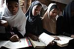 Charifa, la fille de Amina, dans une école coranique. A Mayotte et dans les Comores, 95% de la population est musulmane, les enfants suivent donc des cours à l'école coranique en parallèle de leur classe à l'école publique, Labattoir, Mayotte, mai 2017.