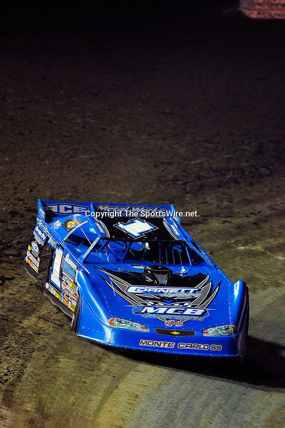 Feb 12, 2009; 8:27:35 PM; Barberville, FL, USA; World of Outlaws Late Model Series for the $10,000 to win at Volusia Speedway Park.  Mandatory Credit: (thesportswire.net)