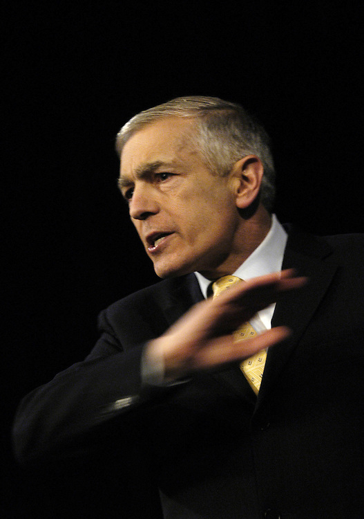Democratic presidential candidate Gen. Wesley Clark spoke tonight at the crowded Palace Theater,  where he campaigned before the State of the Union. The audience tehn watched the President's remarks, afterwitch Clark stood up to respond the President's speech and answer questions.