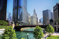 A view of Chicago along the beautiful river walk