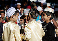 Bambini musulmani giocano durante la preghiera dell'Eid-al-Fitr per celebrare la fine del Ramadan, in piazza Vittorio, Roma, 10 settembre 2010..Muslim children play during the Eid-al-Fitr prayer which marks the fasting month of Ramadan, in Rome, 10 september 2010..UPDATE IMAGES PRESS/Riccardo De Luca