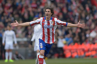 MADRID - ESPAÑA - 07-02-2015: Tiago jugador del Atletico de Madrid, celebra el gol anotado a Real Madrid durante partido de La Liga de BBVA de España 2015, Atletico de Madrid y Real Madrid  en el estadio Vicente Calderon de la ciudad de Madrid / Tiago, player of Atletico de Madrid celebrates a scoring goal to Real Madrid during a match between Real Madrid andReal Madrid for the La Liga de BBVA de España 2015 in the Vicente Calderon stadium in Madrid. Photo: Asnerp / Patricio Realpe / VizzorImage.