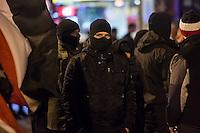 Ca. 90 Hooligans und Nazis beteiligten sich am Montag den 1. Februar 2016 im Berliner Stadtteil Prenzlauer Berg an einer NPD-Demonstration gegen Asyl und Fluechtlinge. Die aggressive Demonstration wurde von lautstarken Protesten mehrerer hundert Gegendemonstranten begleitet. Die Demonstrationsroute wurde auf Anweisung der Polizei um 2/3 gekuerzt.<br /> Im Bild: Ein vermummter Nazi in der Demonstration. Er wurde spaeter wegen Vermummung festegnommen. <br /> 1.2.2016, Berlin<br /> Copyright: Christian-Ditsch.de<br /> [Inhaltsveraendernde Manipulation des Fotos nur nach ausdruecklicher Genehmigung des Fotografen. Vereinbarungen ueber Abtretung von Persoenlichkeitsrechten/Model Release der abgebildeten Person/Personen liegen nicht vor. NO MODEL RELEASE! Nur fuer Redaktionelle Zwecke. Don't publish without copyright Christian-Ditsch.de, Veroeffentlichung nur mit Fotografennennung, sowie gegen Honorar, MwSt. und Beleg. Konto: I N G - D i B a, IBAN DE58500105175400192269, BIC INGDDEFFXXX, Kontakt: post@christian-ditsch.de<br /> Bei der Bearbeitung der Dateiinformationen darf die Urheberkennzeichnung in den EXIF- und  IPTC-Daten nicht entfernt werden, diese sind in digitalen Medien nach §95c UrhG rechtlich geschuetzt. Der Urhebervermerk wird gemaess §13 UrhG verlangt.]