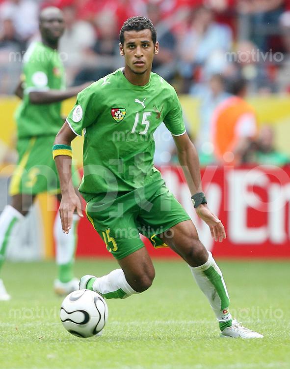 Fussball WM 2006  Gruppenspiel  Vorrunde   Togo - Schweiz Alaixys ROMAO (Togo), Einzelaktion am Ball