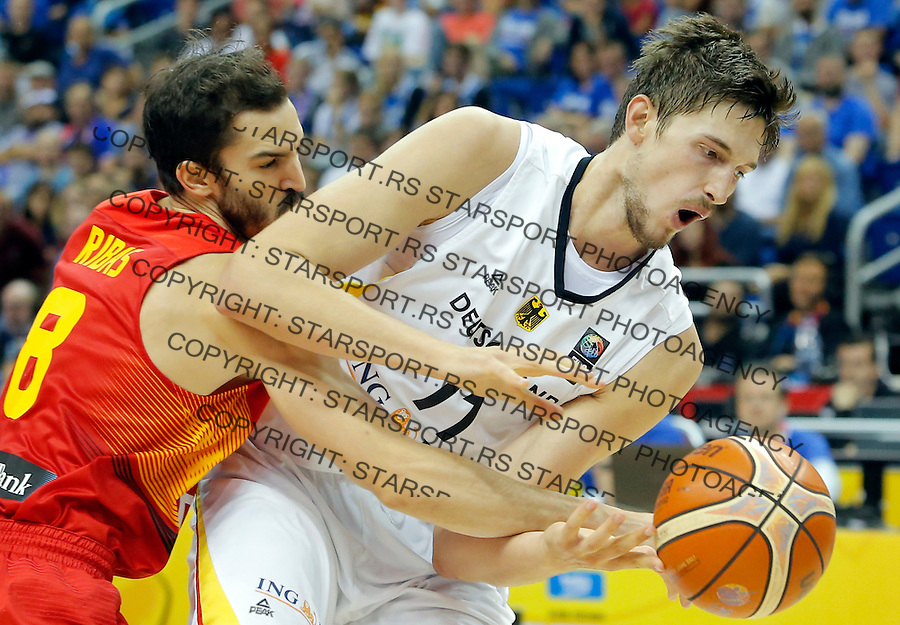 Germany's Tibor Pleiss (R) vies with Spain's Pau Ribas during European championship group B basketball match between Germany and Spain on 10. September 2015 in Berlin, Germany  (credit image & photo: Pedja Milosavljevic / STARSPORT)