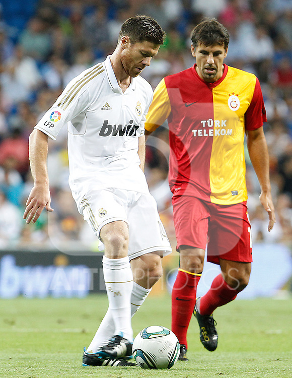 Real Madrid's Xabi Alonso (l) and Galatasaray's Servet Cetin during Santiago Bernabeu Trophy.August 24,2011. (ALTERPHOTOS/Acero)