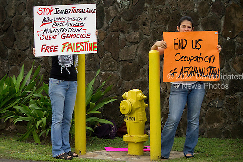 Protestors hold signs as United States President Barack Obama's motorcade returnes to his Kailua vacation compound from Marine Corps Base Hawaii on Sunday, January 2, 2011 in Kailua, Hawaii.  President Obama is vacationing with his family on the Island of Oahu. .Credit: Kent Nishimura / Pool via CNP