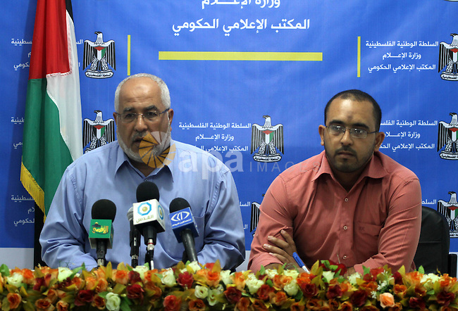 Ziad Hamada, the Palestinian Director General of the Plant Protection and Quarantine of Agriculture delivers speech regarding the fight against red palm weevil in Gaza city on Oct. 2, 2011. Photo by Mohammed Asad
