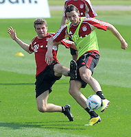 Fussball 1. Bundesliga:  Saison   2011/2012    Winter Trainingslager des FC Bayern Muenchen  03.01.2012 Daniel van Buyten (re) gegen Thomas Mueller